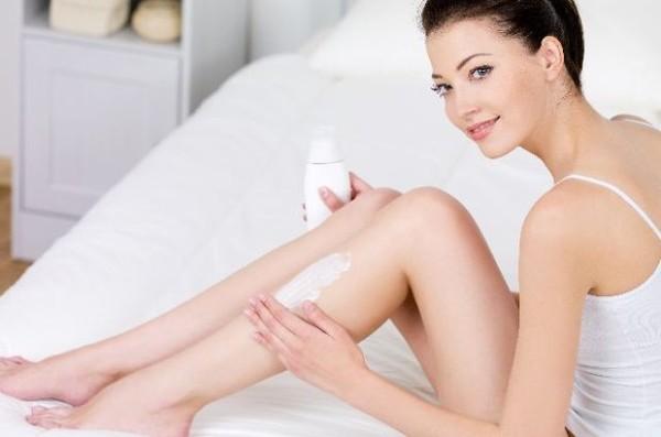 Cách tẩy lông chân bằng sữa tắm được nhiều chị em tin dùng