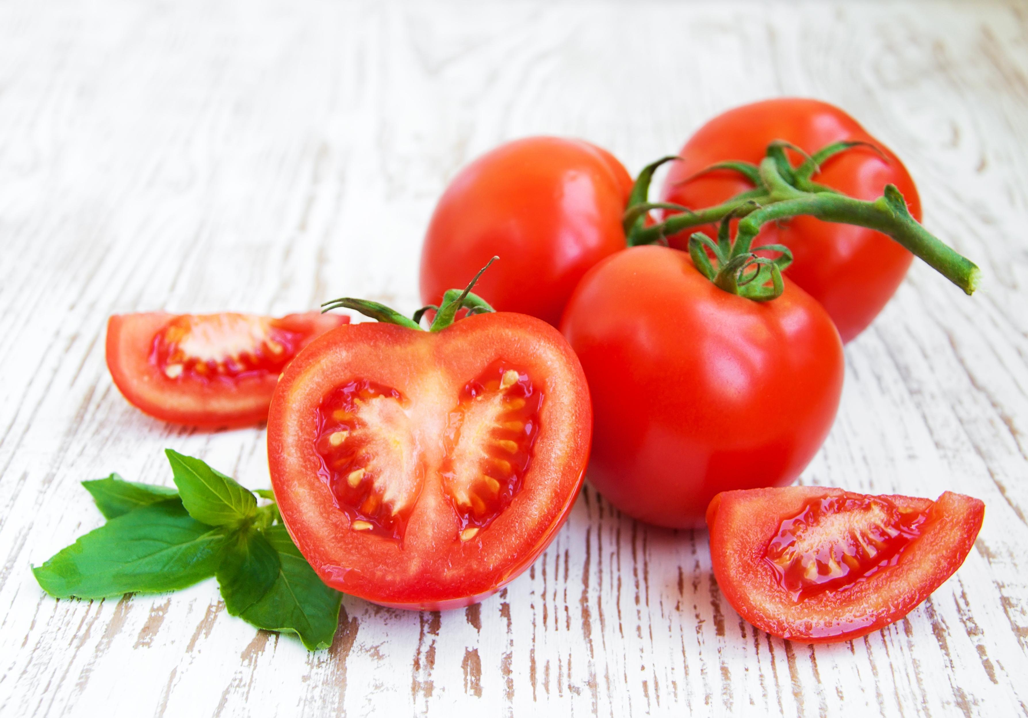 Cách làm giảm lông nách tự nhiên bằng cà chua