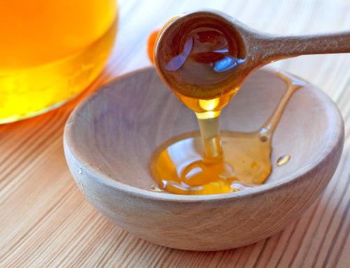 Cách chữa viêm nang lông nách với mật ong và chanh3