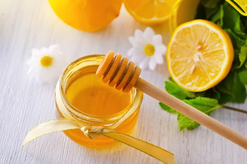 Cách chữa viêm nang lông nách với mật ong và chanh2