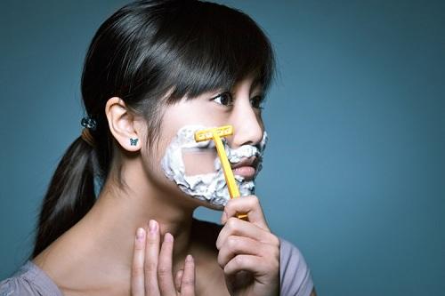 cách cạo lông mặt bằng dao cạo râu