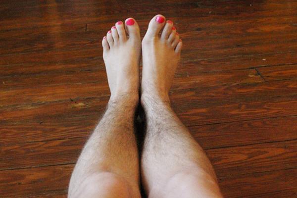 Giải đáp thắc mắc: vì sao lông chân mọc nhiều?1