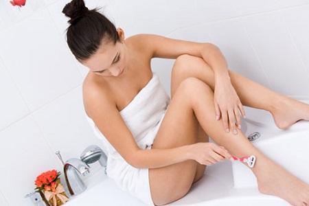 Cạo lông chân kích thích lông mọc nhanh bất thường