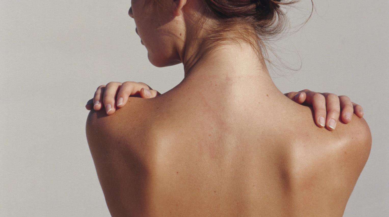 Cách nào giúp tẩy lông vùng lưng?1