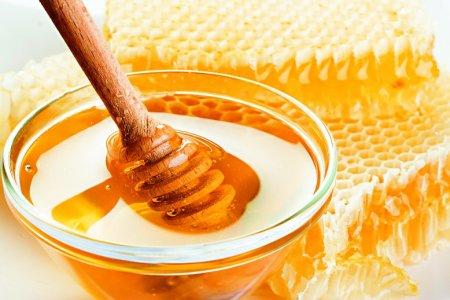 Cách làm giảm lông nách tự nhiên bằng sáp ong, bạn đã thử?